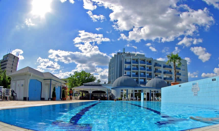 Aparência da piscina cristalina