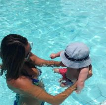 Higiene de crianças de fraldas na piscina