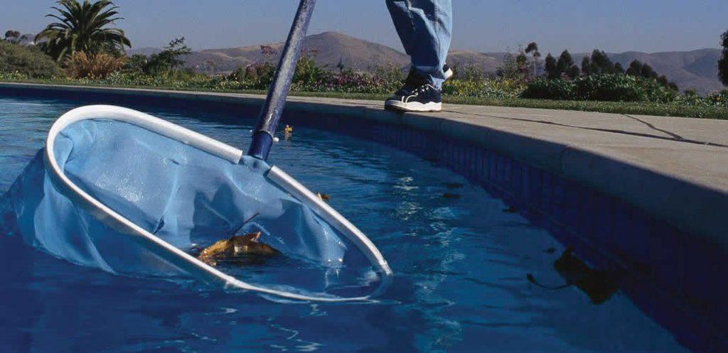 Manutenção diária para cuidar bem da piscina