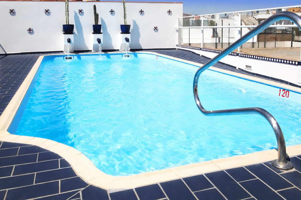 Acabando com o cheiro de cloro na piscina for Cloro para piscinas