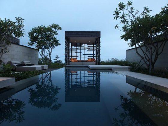Alila Villas Uluwatu, Bali - O resort Alila Villas Uluwatu inclui uma piscina infinita deslumbrante e uma plataforma saliente ao lado de um penhasco que garantem uma vista espetacular sobre o Oceano Índico