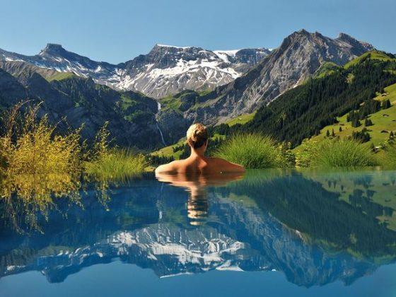 The Cambrian Hotel, Suíça - O Cambrian está entre os 20 melhores hotéis do país e possui uma piscina com uma vista deslumbrante para os Alpes Suíços