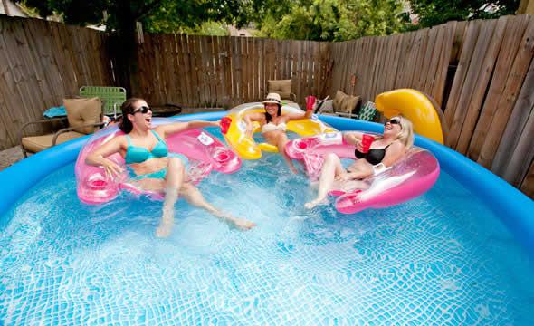 Diferen a de piscina infl vel e piscina de arma o for Algas en piscinas de plastico