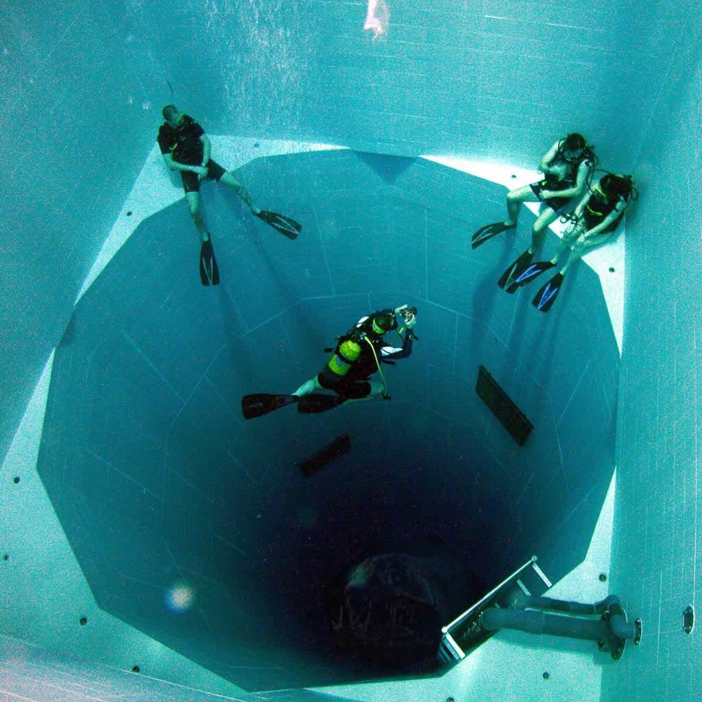 A piscina mais funda do mundo - nemo 33