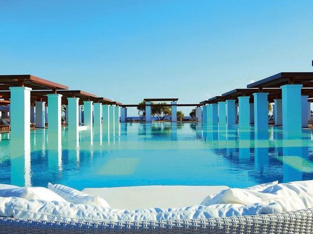 24 piscinas mais lindas do mundo blog sm piscinas. Black Bedroom Furniture Sets. Home Design Ideas