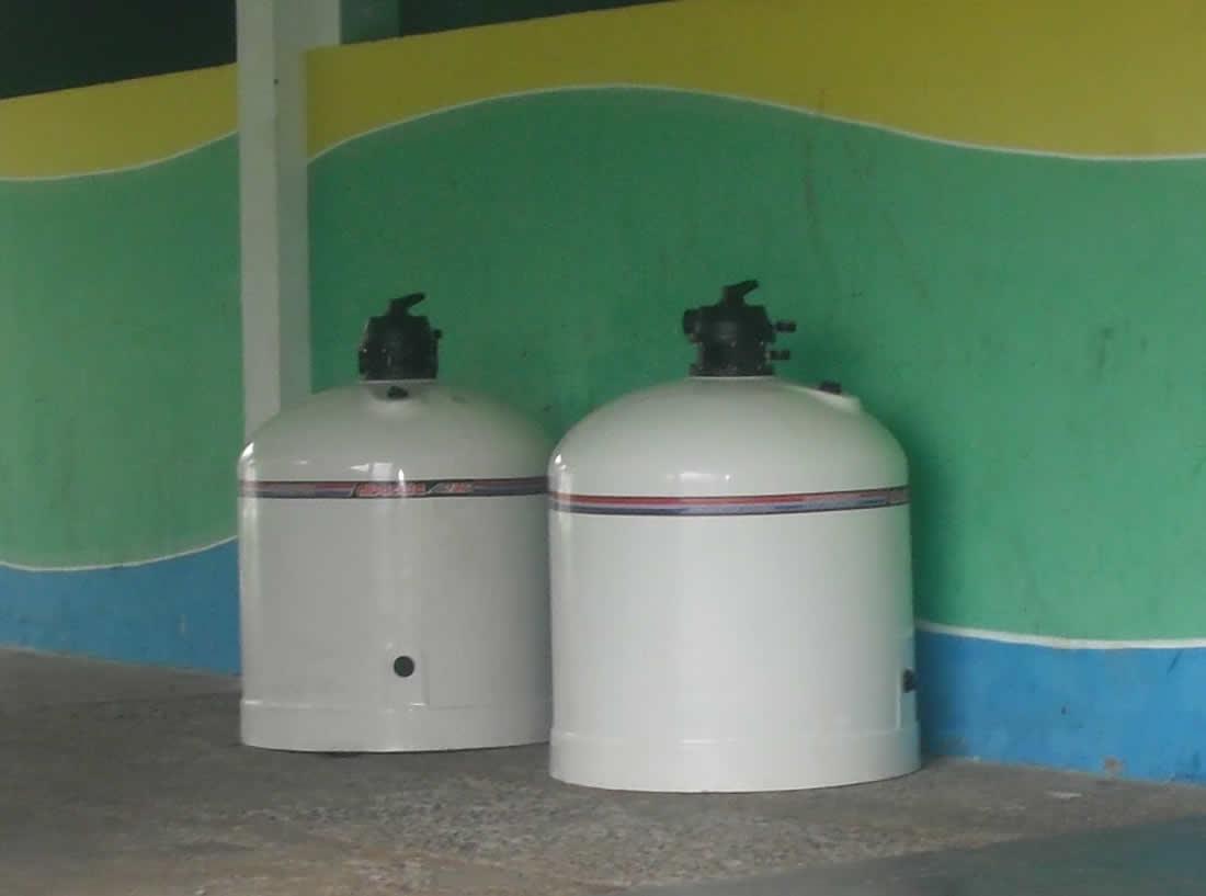 Limpeza em piscina com dois filtros pode usar um filtro s for Filtro piscina