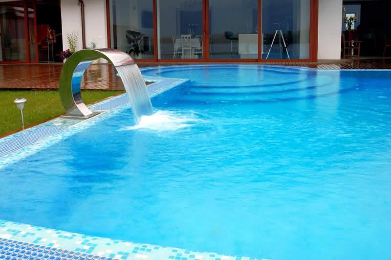Cascata para piscina veja os tipos de cascatas de piscinas for Piscinas tipo alberca