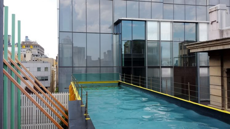 Piscina suspensa do Hotel Adelphi, em Melbourne