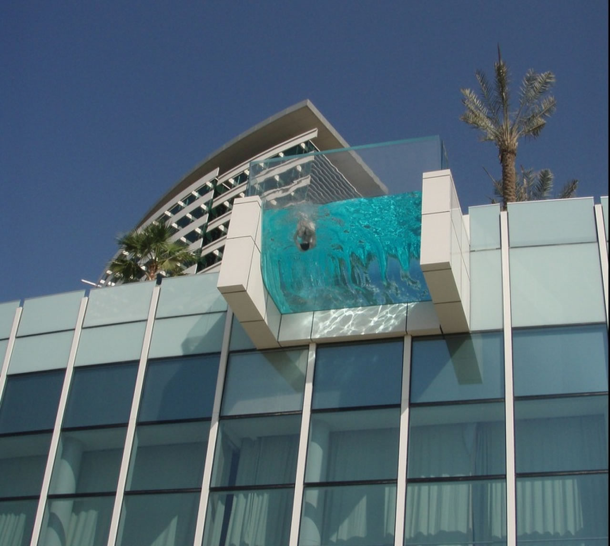 5 piscinas suspensas conhe a piscinas de tirar o f lego for No 1 hotel in dubai