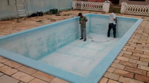 Pintura de piscina de fibra como pintar piscinas de fibra for Piscina sobre o solo