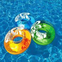 Corrida de boia na piscina