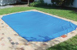 Capa para evitar sapos na piscina