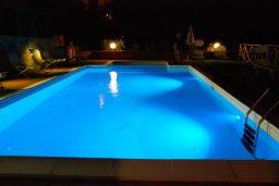 Desligar a iluminação para evitar sapos na piscina