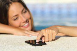 Telefone na piscina