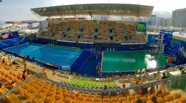 Piscina Rio 2016 ficando verde
