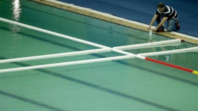 A piscina verde da Olimpíada do Rio 2016
